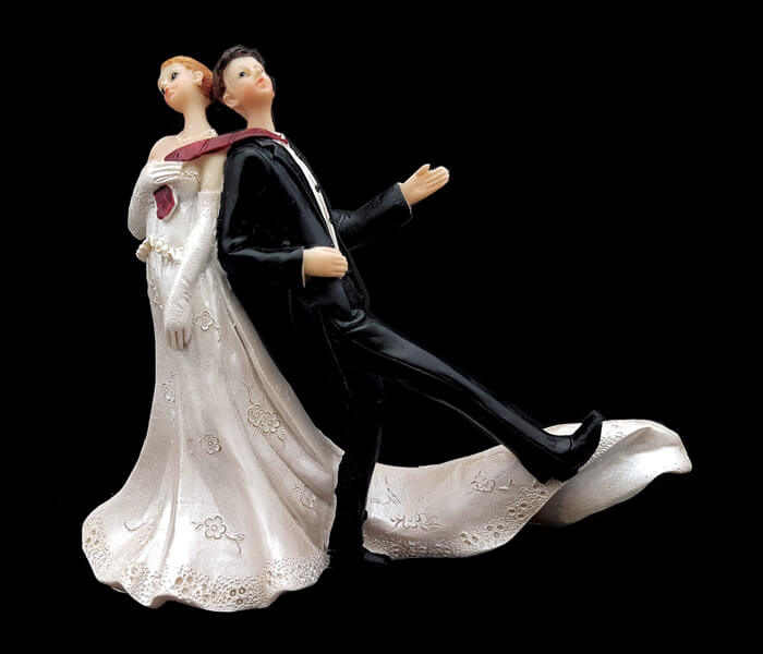 87084 CAKE TOPPER BRIDE DRAGGING GROOM BY TIE 14CM wIDE X 12CM hIGH 5