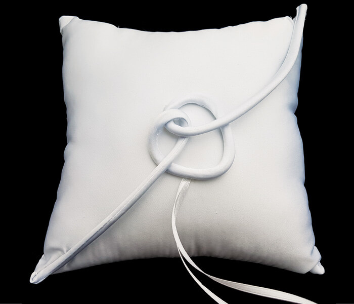 BR-9036B White Ring Pillow with Love Knot 8.50