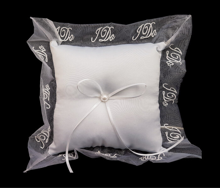 120-096P White Ring Pillow with l do around ribbon $8.50